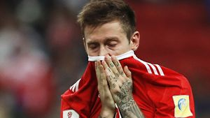 «Он не знает, что натворил». Скандал перед матчем сборной России: сербы обиделись на жест Смолова на баннере