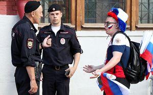 Как полиция борется с хулиганами на ЧМ. И еще немного о рок-концерте в матче Исландия — Хорватия