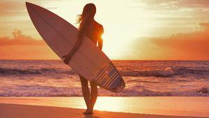 22-летняя серфингистка погибла от удара молнии в Сальвадоре