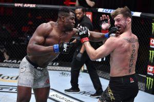 Африканский нокаутер уложил лучшего тяжа в истории ММА. Нганну — новый чемпион UFC