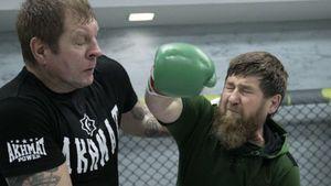 А. Емельяненко выложил фото тренировки сКадыровым: «Нежалел меня, бил жестко собеих рук»