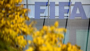 ФИФА может перевести чемпионаты на систему весна-осень. Главное о футболе на карантине за сутки