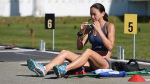 «Самое время оторвать попу от дивана». Биатлонистка сборной России показала, как поддерживать форму дома