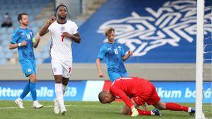 Англия спаслась в матче с Исландией. Стерлинг забил с пенальти на 91-й, Бьярнасон промазал с точки на 93-й