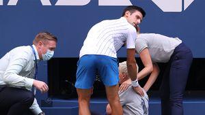 Джокович попал мячом в горло судье, ей стало плохо. Главного фаворита US Open дисквалифицировали и отняли призовые