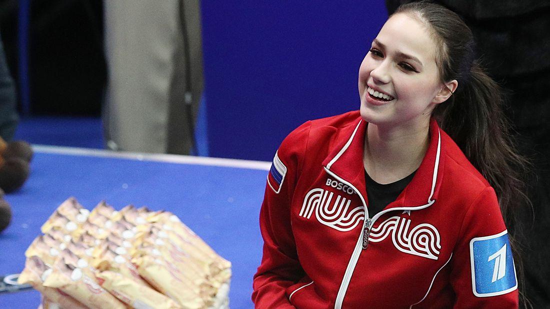 Отчисленная из сборной России Загитова прибыла на базу в Новогорск: видео