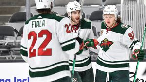 Никто не может остановить новую русскую звезду НХЛ! Капризов забивает уже 5-й матч — теперь зарядил в касание