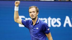 Медведев в третьем финале турнира «Большого шлема». У канадца Оже-Альяссима выиграл партию с 2:5 и сетболов