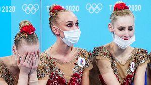 Русские гимнастки расплакались после объявления оценок, Мамун и Аверины переживали с трибуны. Фото наших художниц