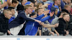 Болельщики «Шальке» атаковали игроков команды после ее вылета из Бундеслиги