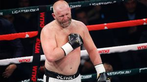 Боец ММА Харитонов победил 47-летнего боксера в Химках. Уильямс много пропускал и отказался продолжать драться