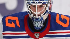 «Стараюсь не загоняться, когда меня хвалят или ругают». Интервью Аскарова — главного русского героя драфта НХЛ-2020