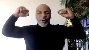 «Я вернулся». 53-летний Тайсон продемонстрировал хлесткие удары на тренировке