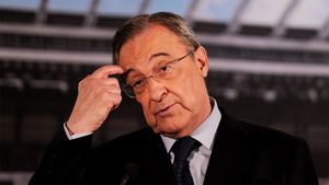 «Наша цель насезон— попасть вЛигу Европы». Фанаты «Реала» требуют отставки Переса