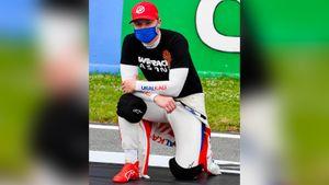 «Просто герой! Мужчина!» Русский гонщик Формулы-1 объяснил, почему преклонил колено перед Гран-при Испании