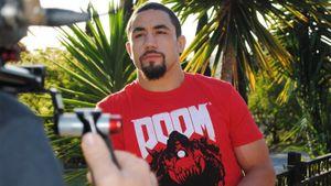 Уиттакер обратился к чемпиону UFC Адесанье: «Нам пора пообщаться, приятель»