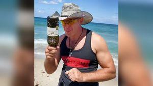 Российский боец UFC объявил своего соперника оригинальным роликом с пляжа. Олейник нашел контракт на бой в бутылке