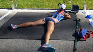 «Скорость — 100 км в час». Муж Куклиной показал, как биатлонистка тренируется на лыжероллерах: видео