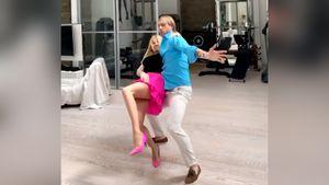 «Танцуем бедрами». Плющенко станцевал ламбаду сРудковской: видео