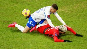 Мозес заработал пенальти и удаление, болельщики закалялись полуголыми. Как «Динамо» побеждало «Спартак»: фото