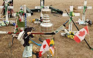 Первая тренировка канадской команды после гибели 16 игроков. В город привезли Кубок Стэнли