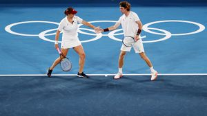 Павлюченкова и Рублев стали олимпийскими чемпионами в миксте, обыграв Веснину и Карацева