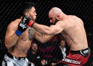 Ветеран UFC из Дагестана закатил настоящую войну в клетке. Судьи в США посчитали, что он проиграл