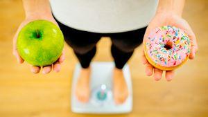 Диетологи назвали 15 мифов о питании, которые не ведут к похудению