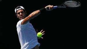 Лучший российский теннисист от жары забыл, как играть, но быстро вспомнил и уничтожил немца