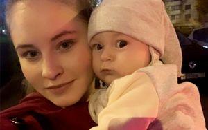 11-месячная дочка Липницкой шлепнула олимпийскую чемпионку по лицу: видео