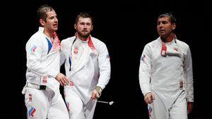 «Не понимаю, как допинг может помочь фехтовальщику». Честное интервью русских шпажистов после исторической медали