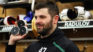 Самый горячий русский хоккеист вышел изспячки. Радулов уничтожил «Миннесоту» огненным хет-триком