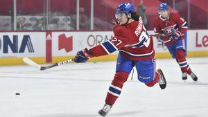 Русский хоккеист отправил в больницу партнера по команде. Романов мощным броском сломал палец канадцу Галлахеру