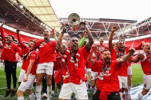 Клуб Скоулза, Гиггза иБекхэма впервые вистории вышел в4-й дивизион Англии