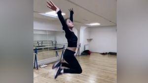 «Переживаем всей душой». Валиева и другие фигуристки исполнили необычный танец в поддержку группы Тутберидзе на ЧМ