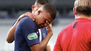 «Надеюсь, перелома нет». Мбаппе получил жуткую травму в финале Кубка Франции и, похоже, пропустит ЛЧ