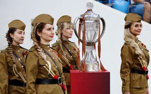 Погребняк на костылях, фанаты «Спартака» и душ из шампанского. Главные фото финала Кубка