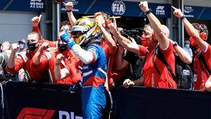 Талантливый русский гонщик из «Феррари» спасает сезон: победил, а затем отыграл 5 мест