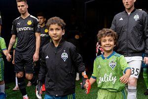 Больной раком мальчик сыграл заамериканский «Сиэтл» против «Боруссии»