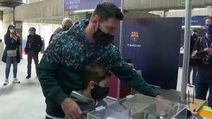 Месси с сыном пришел на выборы президента «Барселоны»: видео