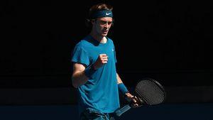 Три российских теннисиста впервые в истории вышли в четвертьфинал «Шлема». Медведев и Рублев сыграют между собой