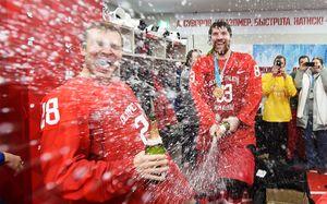 Как хоккеисты сборной России праздновали олимпийское золото: фото, видео