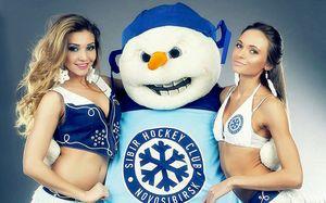 У самой красивой чирлидерши КХЛ появилась конкурентка. 10 фото горячей девушки из Сибири