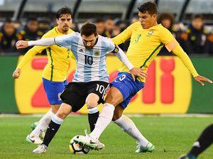 Капитан сборной Бразилии обвинил Месси вдавлении насудей