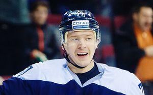 Этот хоккейный путешественник поиграл в десяти клубах КХЛ. Теперь он в Белоруссии и уже забивает