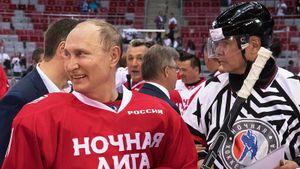 Путин в составе «Легенд хоккея» забросил 4 шайбы за 15 минут первого периода гала-матча Ночной хоккейной лиги