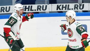 Чемпион КХЛ вынес лидера сезона. «Автомобилист» обыграли крутые легионеры и37-летний гений